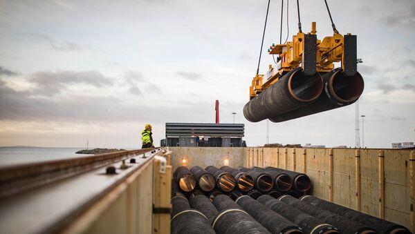 Трубы для строительства газопровода Северный поток-2 в немецком порту Мукран - Sputnik Latvija