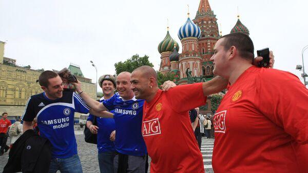 Английские болельщики на Красной площади накануне финального матча Лиги чемпионов между командами Челси и Манчестер Юнайтед, 2008. - Sputnik Латвия