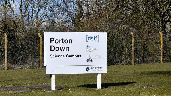 Дорожный указатель на Лабораторию научно-технических оборонных исследований (DSTL) на территории оборонного исследовательского парка Портон-Даун - Sputnik Латвия