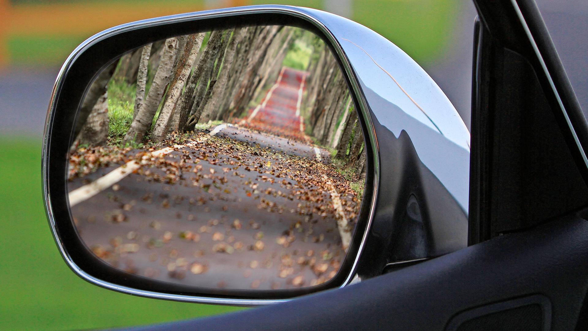 Зеркало заднего вида автомобиля - Sputnik Латвия, 1920, 01.06.2021