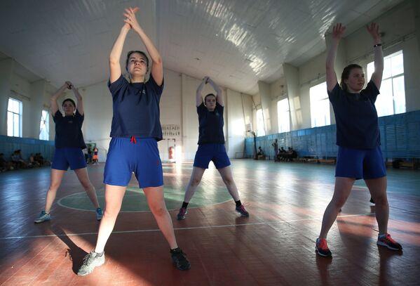 Подготовка девушек-курсантов в Краснодарском высшем военном авиационном училище летчиков - Sputnik Латвия