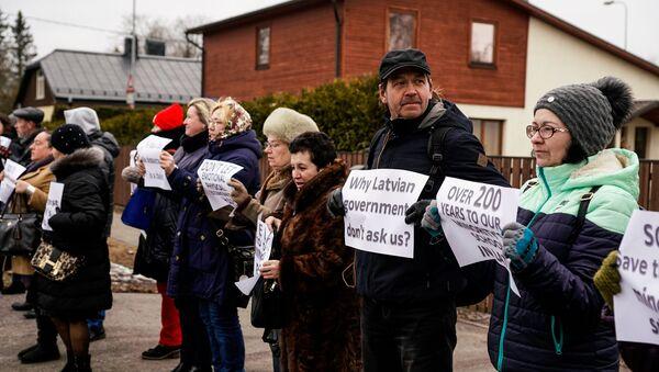 Митинг у посольства США в защиту русских школ - Sputnik Латвия