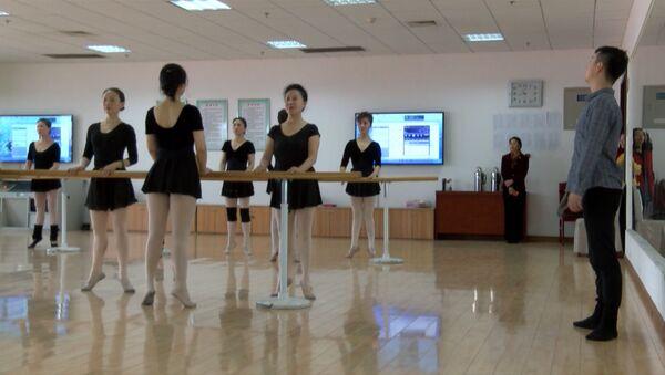 Балетный класс для дам преклонного возраста в Китае - Sputnik Латвия