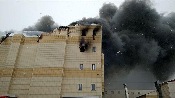 Торговый центр горит в Кемерово. Кадры с места ЧП - Sputnik Латвия