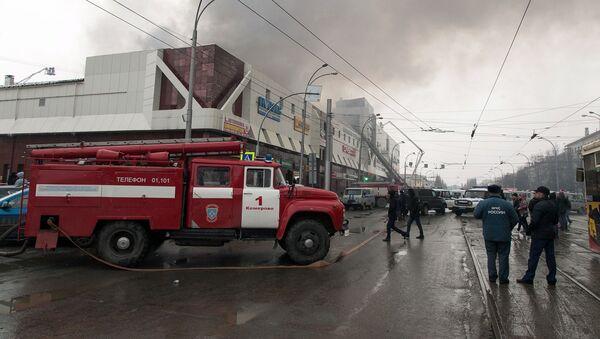 Пожар в торговом центре Зимняя вишня в Кемерове - Sputnik Латвия