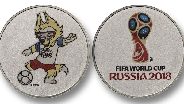 В России началась официальная реализация лицензионной продукции, посвященной предстоящему Чемпионату мира по футболу 2018 - Sputnik Латвия