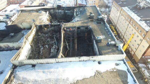 Повреждения ТЦ Зимняя вишня вследствие пожара. Кадры с дрона - Sputnik Латвия
