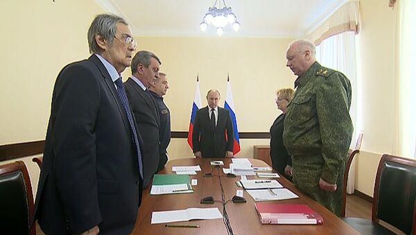 Путин на совещании по ликвидации последствий пожара в Кемерове - Sputnik Латвия