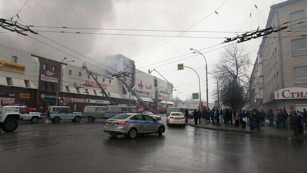 Пожар в торговом центре «Зимняя вишня» в Кемерово - Sputnik Latvija