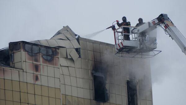 Пожар в торговом центре «Зимняя вишня» в Кемерово - Sputnik Латвия