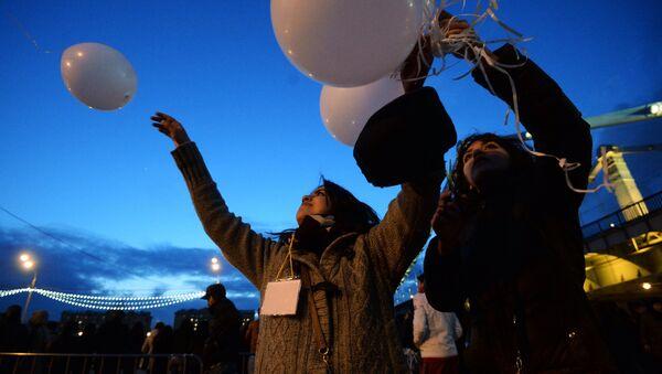 Белые воздушные шары, архивное фото - Sputnik Латвия
