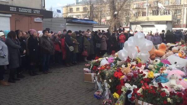 Акции в память о жертвах трагедии в Кемерово в России и за границей - Sputnik Латвия