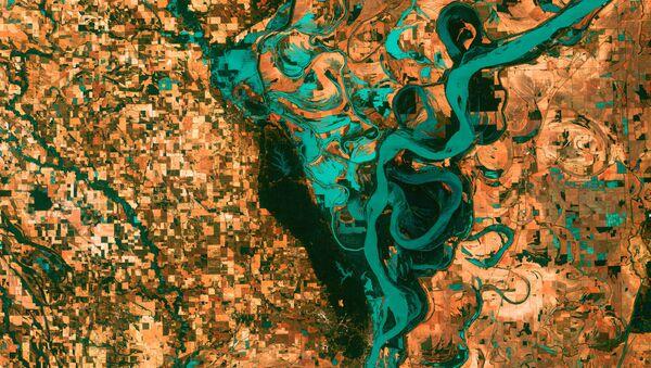 Вид на изгибы реки Миссисипи в Северной Америке из космоса - Sputnik Latvija