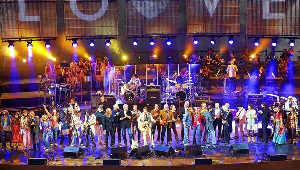 Финал юбилейного концерта Цветы 40 лет. Москва. Архивное фото - Sputnik Латвия