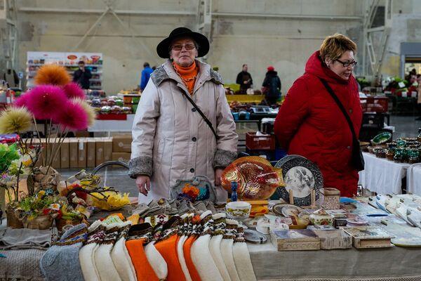 Пасхальная ярмарка Подготовка к Пасхе на Центральном рынке - Sputnik Латвия