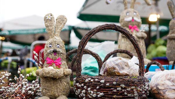Традиционный пасхальный кролик из соломы - Sputnik Латвия