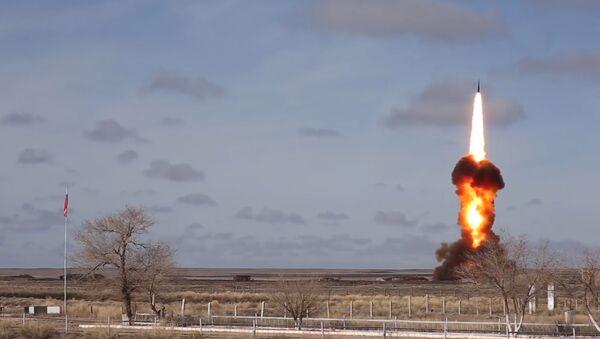 Испытание в Казахстане ракеты российской системы ПРО - Sputnik Латвия