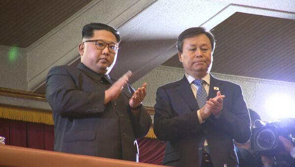 Южнокорейская группа выступила в Пхеньяне - Sputnik Латвия