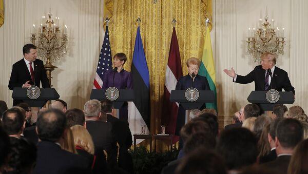 Встреча Дональда Трампа с Раймондсом Вейонисом, Керсти Кальюлайд и Далей Грибайускайте в Белом Доме, Вашингтон, 3 апреля 2018 г. - Sputnik Латвия