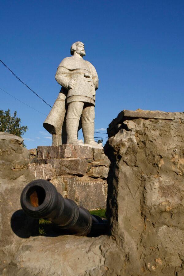 Памятник Емельяну Пугачеву в Саранске - Sputnik Латвия
