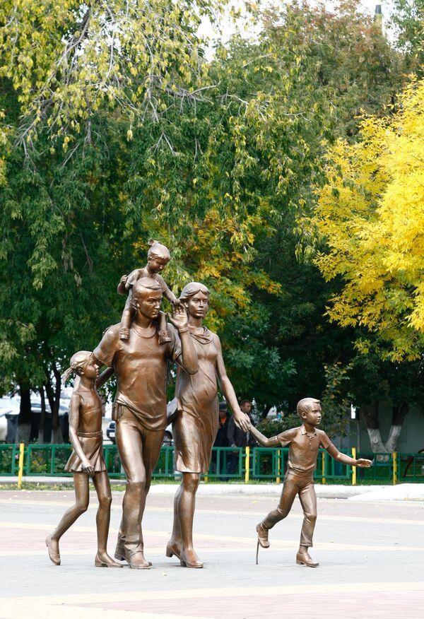 Памятник Семье в Саранске - Sputnik Латвия
