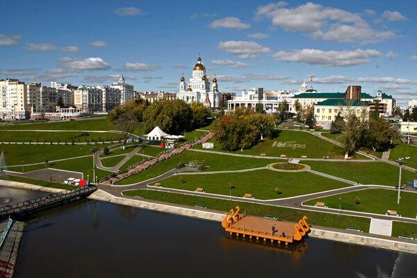 Вид на центральную часть города с аттракциона Колесо обозрения в Саранске - Sputnik Латвия