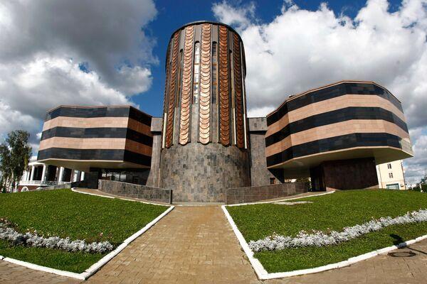 Вид на здание мемориального музея военного и трудового подвига в Саранске - Sputnik Латвия