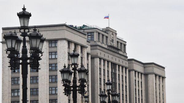 Здание Государственной думы РФ на улице Охотный ряд в Москве - Sputnik Латвия