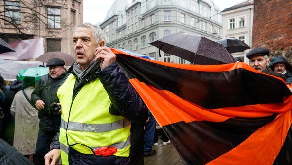 Александр Гапоненко на Марше рассерженных родителей в Риге в знак протеста против реформы в русских школах - Sputnik Latvija