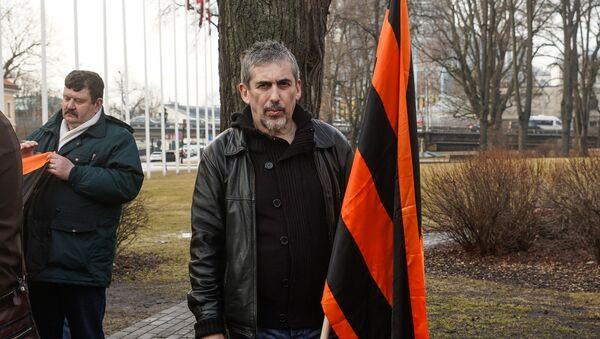 Владимир Линдерман во время Марша рассерженных родителей в Риге в знак протеста против реформы в русских школах - Sputnik Latvija