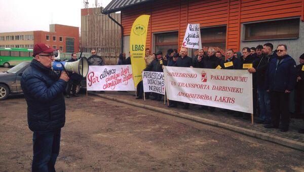 Пикет Латвийского профсоюза работников общественных услуг и транспорта в Бауске - Sputnik Латвия