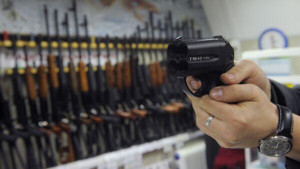 Работа магазина по продаже оружия - Sputnik Latvija