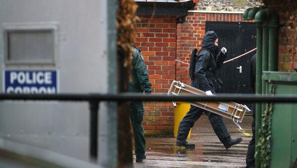 Полицейские в оцепленной зоне,  Солсбери - Sputnik Latvija