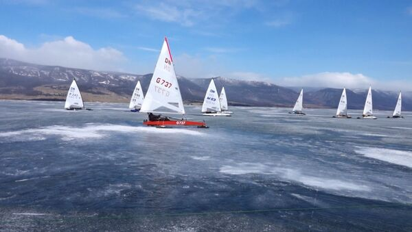Гонки по льду на парусниках по Байкалу - Sputnik Латвия
