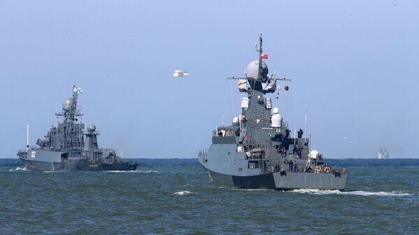 Выход кораблей Балтийского флота в море в рамках учений Запад-2017 - Sputnik Latvija