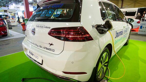 Электромобиль Volkswagen Golf - Sputnik Латвия