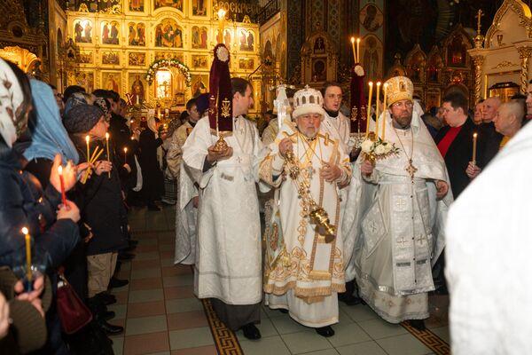 Крестный ход в кафедральном соборе Рождества Христова в Риге - Sputnik Латвия