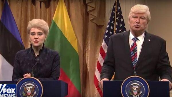 У Дали сумасшедшая прическа: SNL сняло пародию на встречу Трампа с балтийскими лидерами - Sputnik Латвия