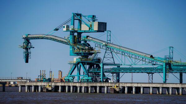 Балтийский угольный терминал в Вентспилсском свободном порту - Sputnik Latvija