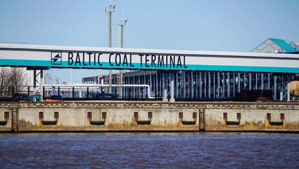 Нефтеналивные терминалы в Вентспилсском свободном порту - Sputnik Latvija