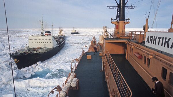 Атомный ледокол Арктика во главе каравана судов, идущего Северным морским путем. - Sputnik Latvija