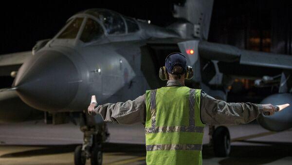 Боевой самолет RAF Tornado приземлился на Кипре после обстрела Дамаска. 14 апреля 2018 г. - Sputnik Латвия