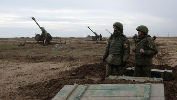 Военнослужащие ПВО РФ во время учений - Sputnik Латвия