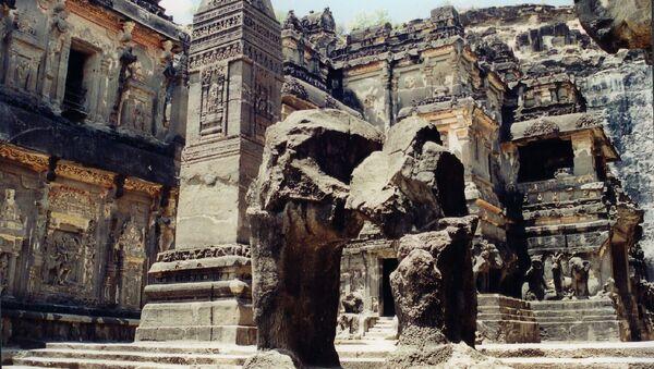 Скальный храм в Эллоре в Индии - Sputnik Латвия