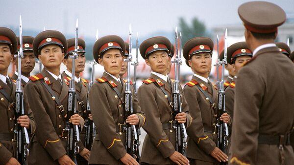 Рота почетного караула в аэропорту Пхеньяна. - Sputnik Latvija