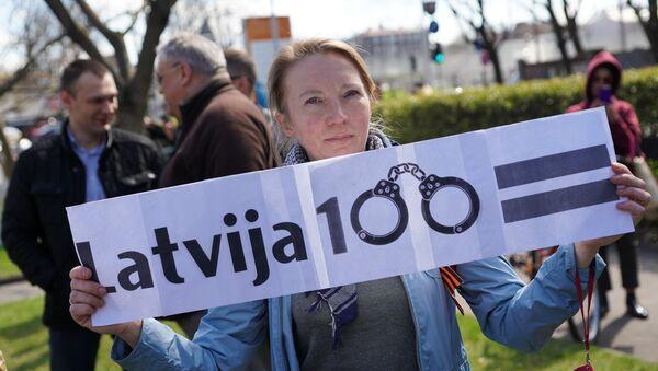 Пикет у здания Полиции безопасности против ареста Александра Гапоненко - Sputnik Латвия