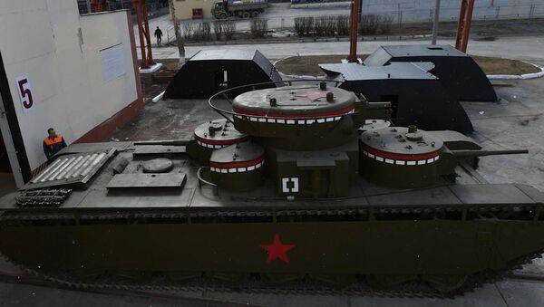 На Урале восстановили многобашенный банк Т-35 - Sputnik Латвия