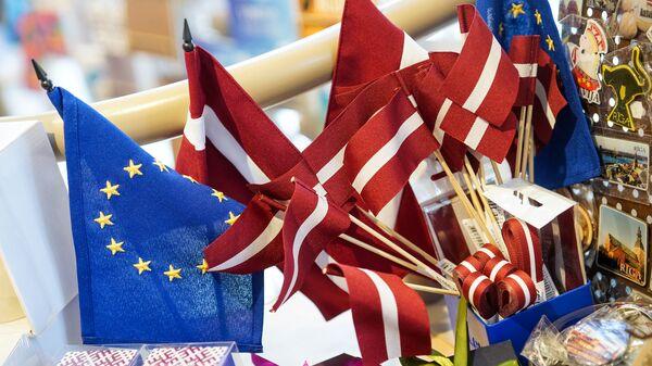 Флаги Латвии и ЕС - Sputnik Латвия