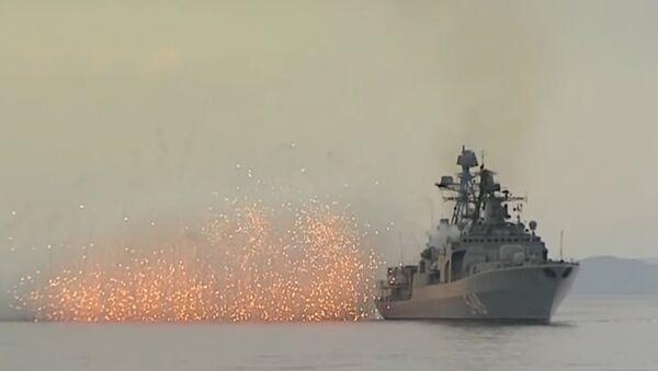 Совместная артиллерийская стрельба кораблей ТОФ в Японском море - Sputnik Latvija