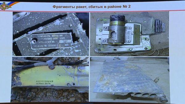 Krievijas militārpersonas parādīja pret Sīriju palaisto gudro raķešu atlūzas - Sputnik Latvija